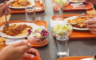 Ristorazione collettiva in estate: buone pratiche e menù